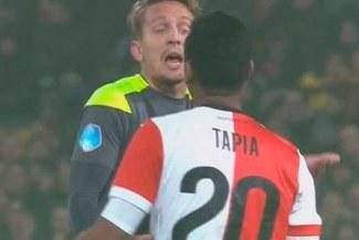 ¡SE HIZO RESPETAR! Renato Tapia protagonizó acalorada discusión con el capitán del PSV [VIDEO]