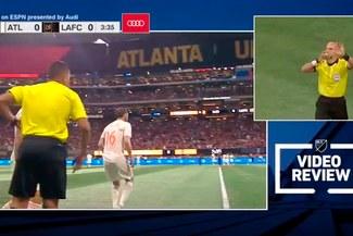 MLS: VAR decidió que un jugador regrese al campo minutos después de haber sido expulsado [VIDEO]