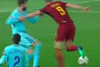 Barcelona vs. Roma: La inocente falta de Piqué para el penal y gol de la Roma [VIDEO]