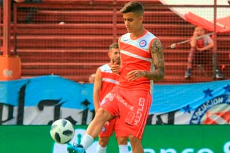 Argentinos Juniors confirmó que Beto Da Silva se lesionó la pierna derecha