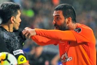 ¡ARDE TURAN!: El turco fue suspendido 16 fechas por agresión al árbitro [VIDEO]