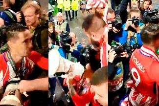 ¡UN NIÑO! Fernando Torres celebró el título de la Europa League con hinchada del Atlético Madrid [VIDEO]
