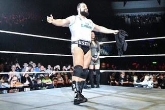 WWE en Liverpool: Rusev subió al ring con la camiseta del Real Madrid