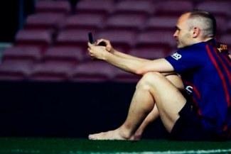 Andrés Iniesta le dijo adiós al Camp Nou en solitario [FOTO]