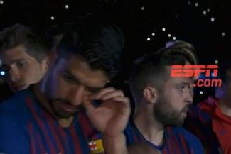 Luis Suárez no pudo contener las lágrimas en emotivo adiós a Iniesta [VIDEO]