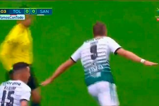 ¡SE ACERCA AL TÍTULO! Julio Furch pone el 1-0 de Santos Laguna sobre Toluca [VIDEO]