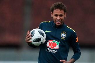 Neymar se divierte en los entrenamientos con la Selección Brasileña