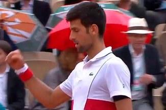 Novak Djokovic venció a Roberto Batistuta en intenso partido y avanzó a octavos del Roland Garros [VIDEO]