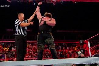 WWE RAW: Braun Strowman metió una paliza y parte como favorito al Money in the Bank [VIDEO]