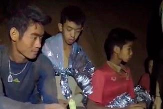 Rescatan a todos los niños futbolistas invitados a la final de Rusia, atrapados en cueva en Tailandia [VIDEO]