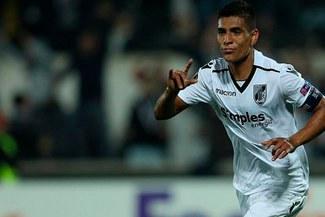 Paolo Hurtado seguirá en el Vitoria Guimaraes y se confirmó el dorsal que usará [FOTO]