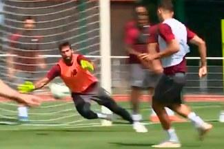 Liverpool: El portero Alisson realizó espectacular atajada en entrenamientos [VIDEO]