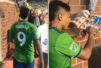 MLS: Raúl Ruidíaz firmó un álbum de Rusia 2018 tras partido con Seattle Sounders [VIDEO]