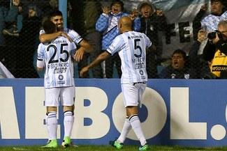 Atlético Tucumán venció 2-0 a Atlético Nacional y dio gran paso hacia cuartos de Copa Libertadores