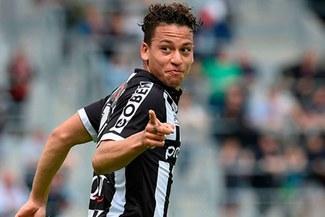 La genial asistencia de Cristian Benavente para el 1-0 del Sporting Charleroi [VIDEO]