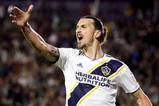 VAR le otorga a Zlatan Ibrahimovic su gol número 499 [VIDEO]