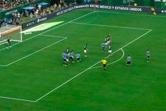 Luis Suárez anotó un golazo de tiro libre ante México [VIDEO]