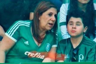 Brasil: La historia de la madre que relata los partidos a su hijo invidente