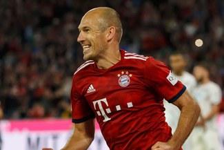 ¡EXCELENTE CONTROL Y DERECHAZO! La 'pintura' de Arjen Robben en la victoria del Bayern Múnich [VIDEO]