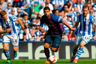 Luis Suárez quiso pasarse de vivo pero no contó que árbitro usaría el VAR