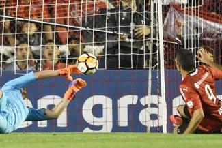 Franco Armani se luce con imposible atajada ante Independiente [VIDEO]
