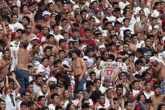 Universitario: El respaldo de los hinchas 'cremas' en la llegada del equipo a Lima [VIDEO]
