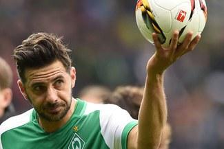 Asistencia de Claudio Pizarro para el 1-0 del Werder Bremen sobre el Osnabrück