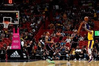 Lakers venció 108-105 a Miami Heat por la NBA en el Staples Center