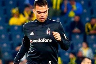 Pepe rescinde con Besiktas y paga sueldos atrasados a los trabajadores del club