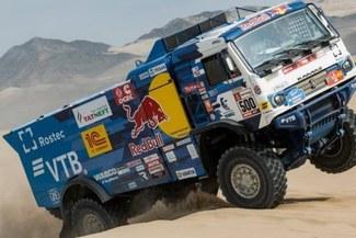 Dakar expulsó al ruso Andrey Karginov por atropellar a espectador con su camión y no haberlo ayudado [VIDEO]