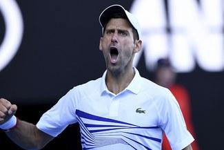 Djokovic clasificó a octavos de final del Abierto de Australia y aseguró el número 1 mundial