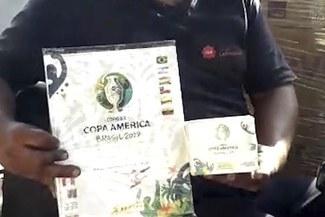 ¡Llegaron los álbumes Panini de la Copa América! Líbero ya tiene en planta los ejemplares y cromos | VIDEO