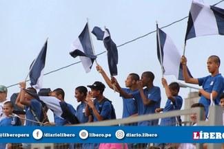 ¡Eso es hermandad! Jugadores de la categoría 2005 de Alianza Lima alentaron a sus compañeros de la 2006 con banderas y cánticos