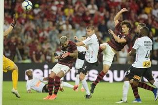 Flamengo venció 1-0 a Corinthians y avanza a los cuartos de final de la Copa de Brasil