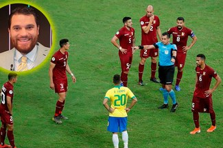 Copa América: Periodista venezolano ofrece arepas a los árbitros del VAR tras anular gol a Brasil [VIDEO]