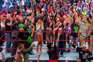 WWE: Stone Cold desató la fiesta en RAW tras épico cierre en la 'Reunión de Leyendas' [VIDEO]