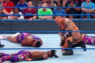 WWE SmackDown: Randy Orton enloqueció e hizo trizas a Kofi Kingston [VIDEO]