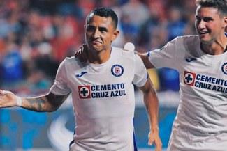 ¡Qué calidad! Yoshimar Yotún y su golazo a lo Panenka en la Liga MX [VIDEO]