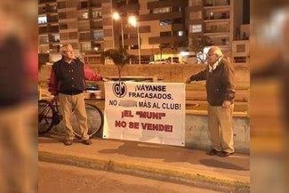 Deportivo Municipal: El pedido de dos hinchas en contra de la directiva 'edil' que enternece las redes [FOTOS]