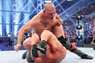 Caín Velásquez pone en jaque a la WWE y su pelea con Lesnar al necesitar una operación