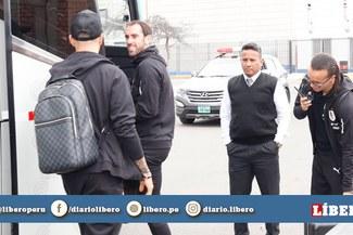 Selección Uruguaya llegó a Lima para el duelo ante Perú el martes en el Nacional [VIDEO]