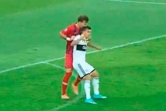 Fernando Amorebieta mordió la cabeza de rival en clásico paraguayo [VIDEO]