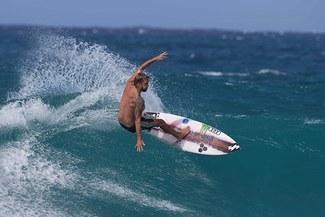 Surfista nacional Miguel Tudela se prepara para llegar a Tokio 2020