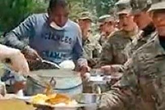 Coronavirus: Luis Cordero y su equipo de la Copa Perú brindan almuerzo a militares [VIDEO]