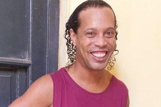 Ronaldinho: El astro brasileño es captado disfrutando de su estadía en la cárcel [VIDEO]