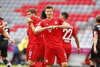¡Lewandowski, el 'killer' de la Bundesliga! Golazo de taco y de colectivo en Bayern Múnich vs Dusseldorf [VIDEO]