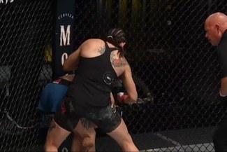 ¡En tan solo 22 segundos! Julia Avila 'liquidó' a Gina Mazany en el UFC Vegas 2 [VIDEO]