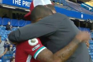 Thiago Alcántara y el abrazo que recibió de Klopp en su debut en la Premier League