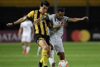 Peñarol venció 3-0 a Colo-Colo y lo dejó cerca de ser eliminado de la Copa Libertadores