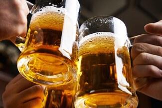 Consumo de bebidas alcohólicas aumenta riesgo de complicaciones por COVID-19, advierte el Minsa